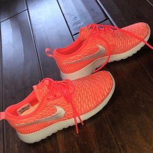 Nike Roshe Fkyknit Pink Size 6